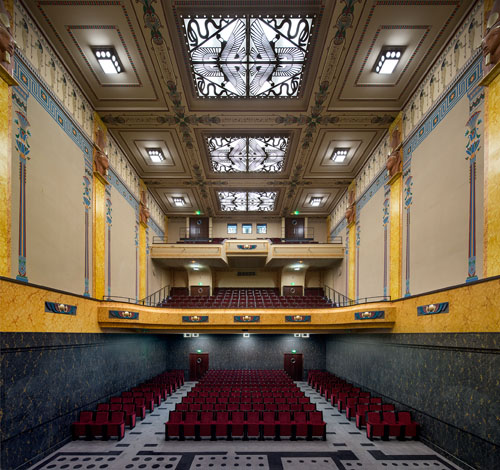 The main auditorium. Photo Luc Boegly© éditions A.A.M