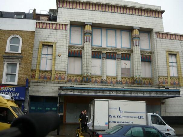 la façade du Carlton d'Islington en 2009