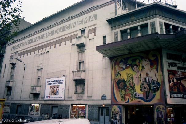 Façade Boulevard de la Chapelle : fresque et publicité
