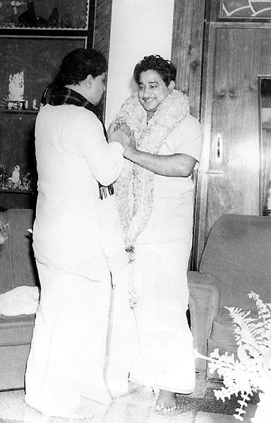 Sivaji Ganesan (à droite) et MGR