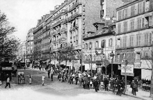 La Fourmi, boulevard Barbès, petit café-concert fondé en 1893 , donnait le 6 octobre 1921 la Revue exquise.