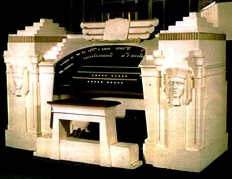 L'orgue du cinéma Pyramid de Sale en Grande-Bretagne (photo : Lancastrian Theatre Organ Trust)