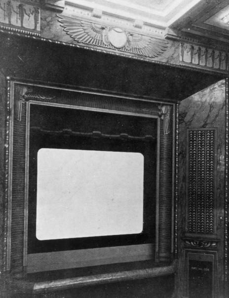 Grille décorative masquant les tuyaux de l'orgue (La Construction Moderne
