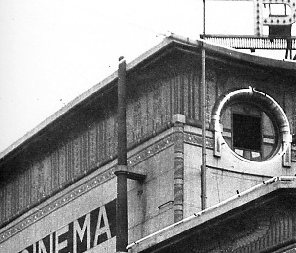 1930 : la frise du boulevard de la Chapelle est encore en place