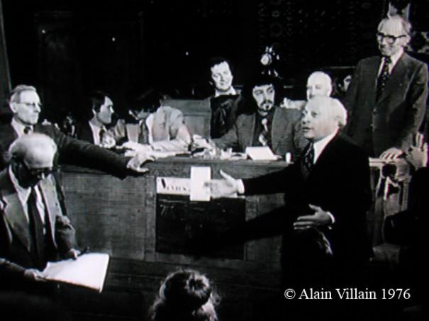 Vente aux enchères publiques de l'orgue du cinéma Gaumont-Palace, Drouot Rive-Gauche, 7 avril 1976, 16h salle n°13. A droite de la photo: au premier plan M. Roland Nungensser député-maire de Nogent-sur-Marne et Me René Boisgirard, le commissaire priseur qui a présidé la vente.