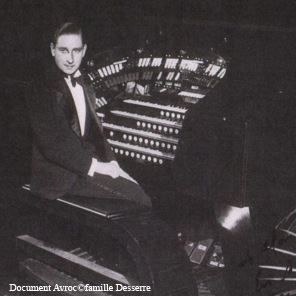 Tommy Desserre à l'orgue du Gaumont en 1932