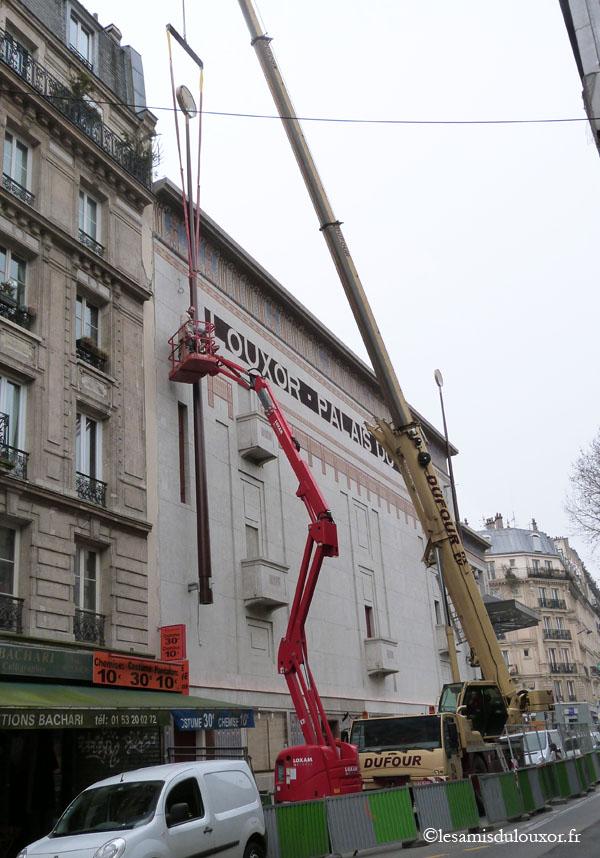 5 avril 2013 : installation des mâts du boulevard de la Chapelle