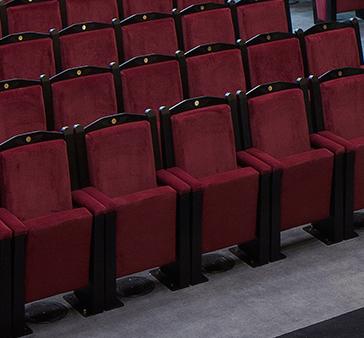 Les fauteuils de la salle Youssef Chahine s'inspirent des fauteuils d'origine