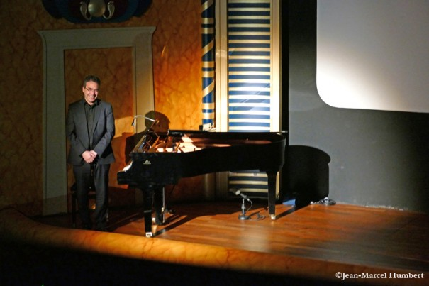 Serge Bromberg à la fin du concert