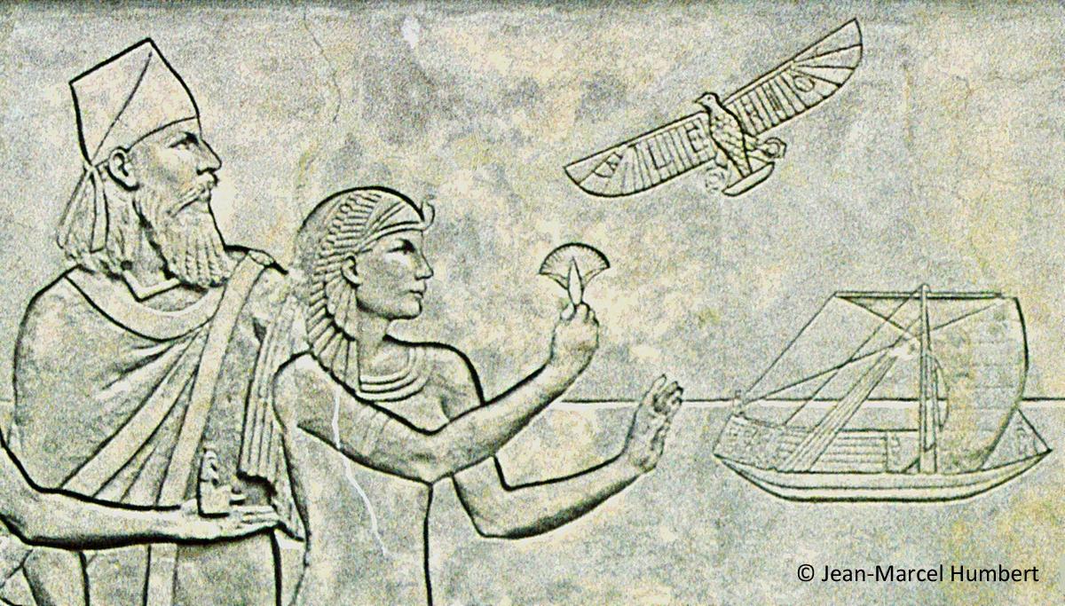 Détail du bas-relief : en haut à droite : évocation du vol de Blériot