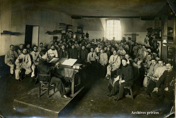 Orchestre militaire, Marius Kowalski, au premier plan à gauche